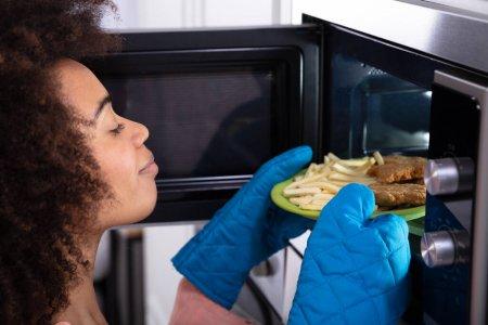 [Santé] 4 aliments à ne jamais mettre au micro-ondes