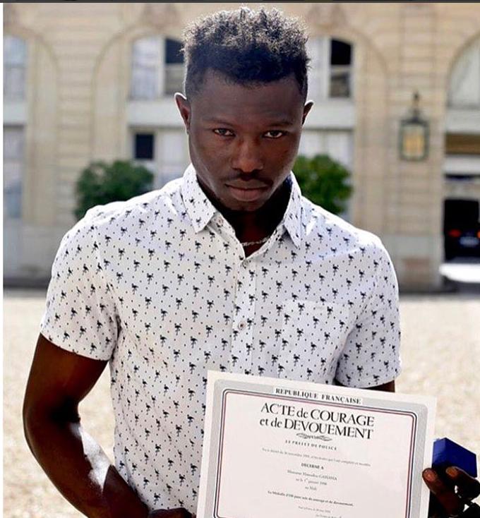 [News] Immigré sans papiers, il sauve un enfant d'une chute et devient héros national en France